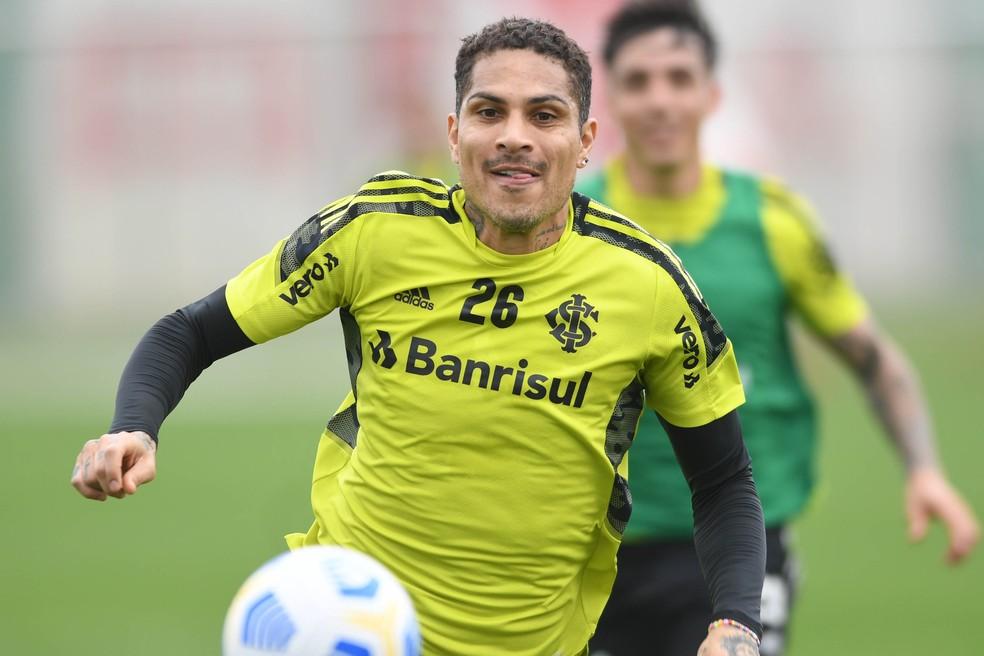 De saída do Inter, Guerrero viaja à Alemanha para tratar joelho, diz irmão do atacante a jornal