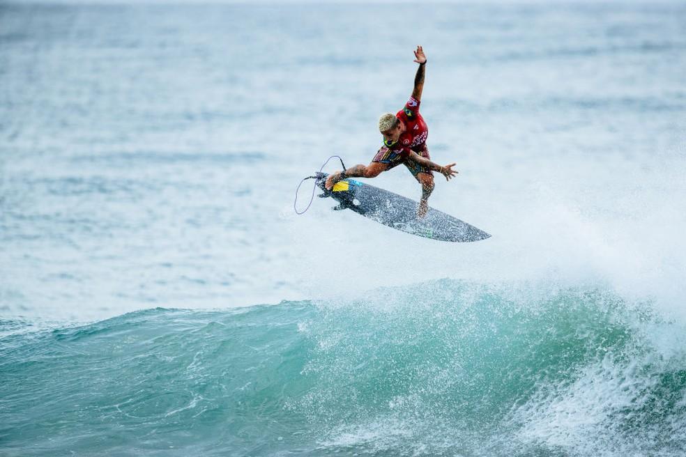 Filipe Toledo em ação no México — Foto: Thiago Diz/World Surf League via