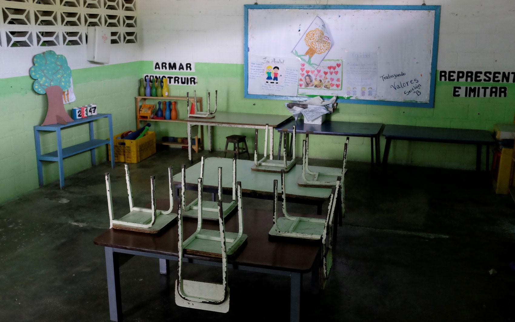 Ano letivo começa com salas de aula quase vazias na Venezuela