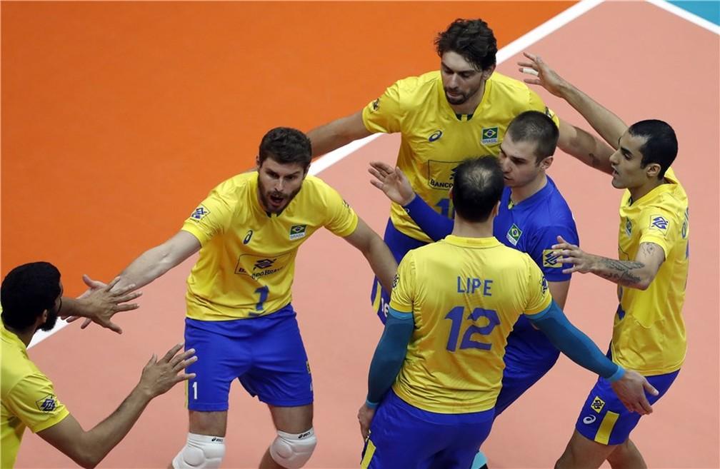 Brasil celebra vitória e fôlego no Mundial masculino de vôlei — Foto: Divulgação/FIVB