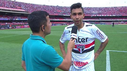 """Petros reclama de falta no gol rival e diz: """"Demos uma aula no primeiro colocado"""""""