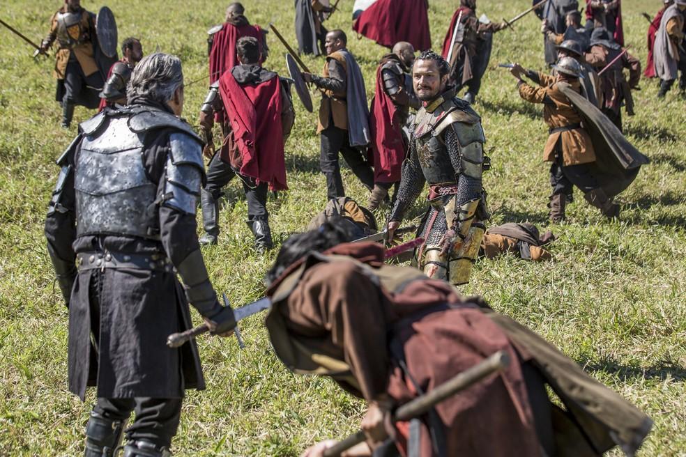 Afonso e Otávio se enfrentam em um duelo mortal (Foto: Artur Meninea/Gshow)