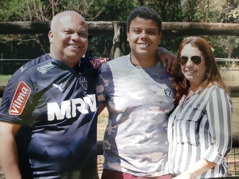Luciano e família antes da intoxicação por dietilenoglicol — Foto: Arquivo pessoal