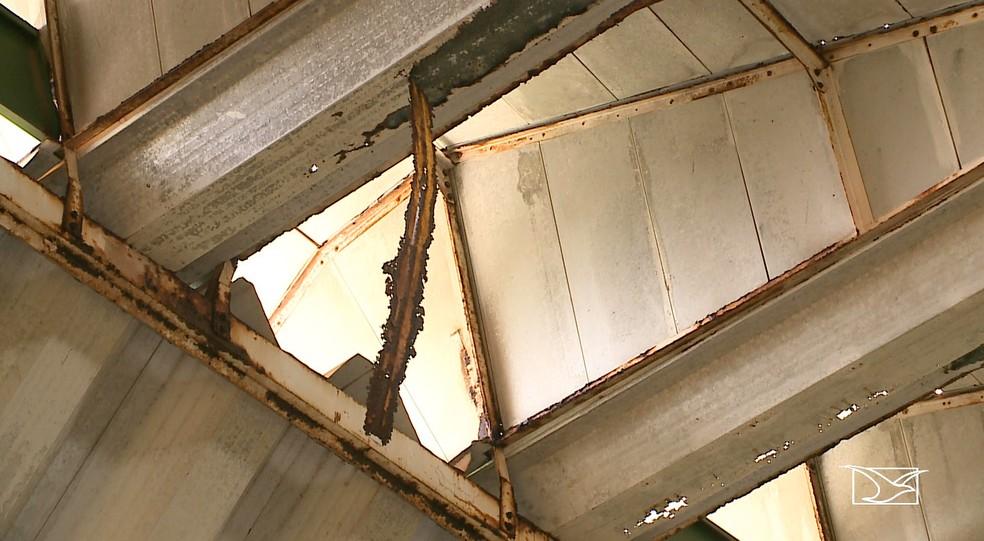 Prédio do Caic em São Luís sofre com a falta de infraestrutura. — Foto: Reprodução/TV Mirante