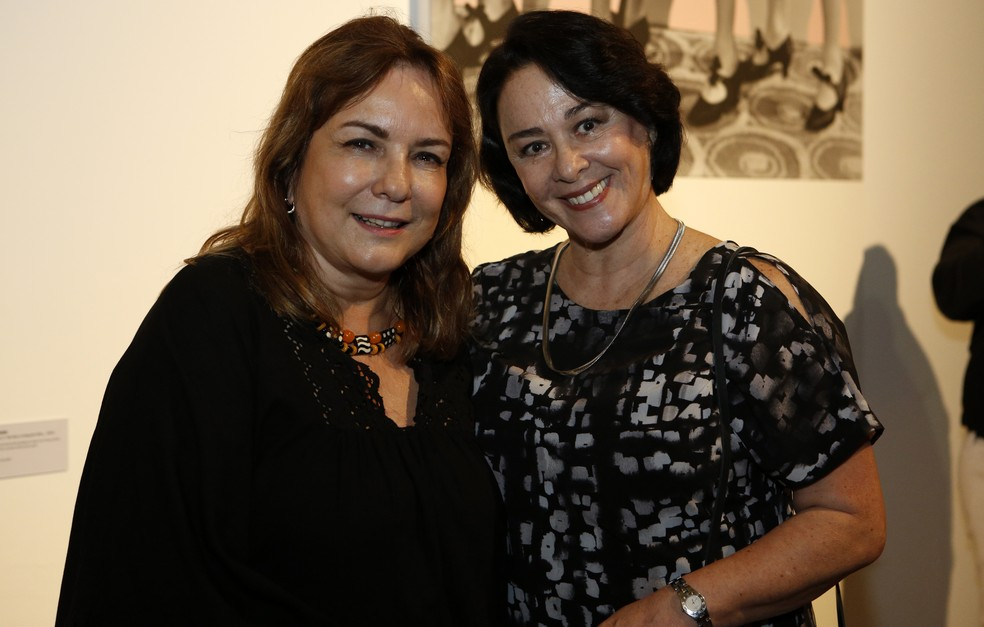Bia Corrêa do Lago posa ao lado da atriz Nívea Maria no ArtRio (Foto: Fábio Rocha/Gshow)