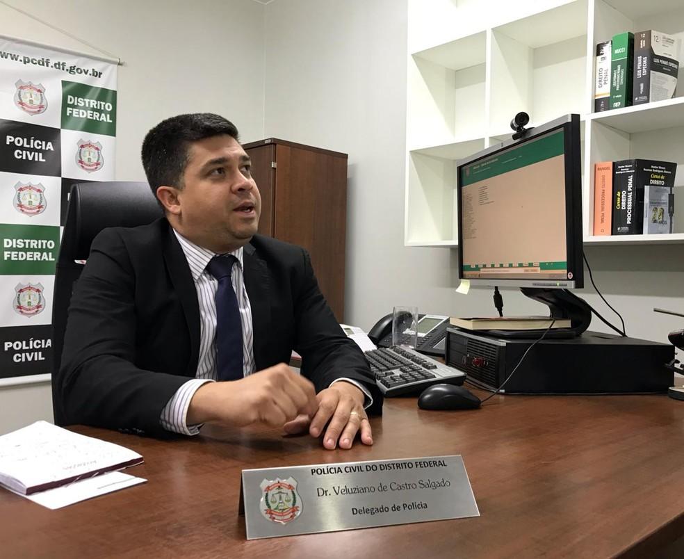 O delegado Veleuziano de Castro Salgado é responsável pelos inquéritos que envolve Marinésio Olinto — Foto: Afonso Ferreira/G1