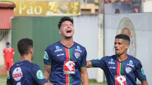 Rafael Castro comemora o gol pelo Rio Branco VN