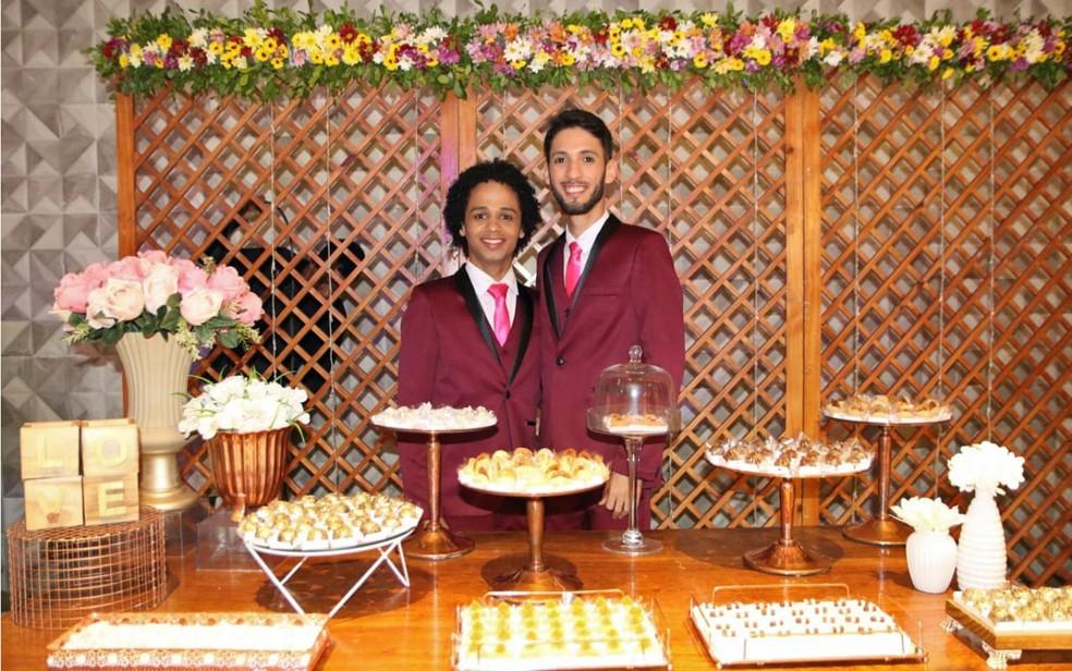 Daniel e Adelmo se casaram no Recife — Foto: Aldo Carneiro/Pernambuco Press