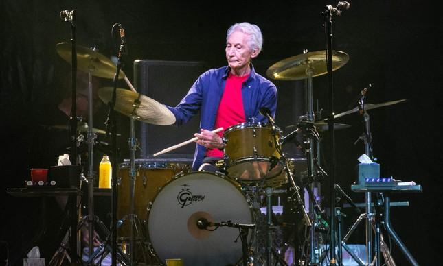 Charlie Watts tocando num show dos Rolling Stones no Texas, em 2019