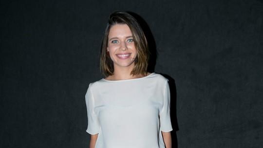 Bruna Linzmeyer conta que 'não liga' para depilação e opina sobre cabelos brancos: 'Quero muito'