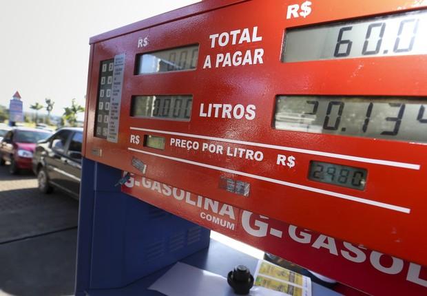 Dia sem Impostos e protesto de caminhoneiros levam filas aos postos - gasolina - diesel - combustível - posto - Brasília (Foto: Marcelo Camargo/Agência Brasil )