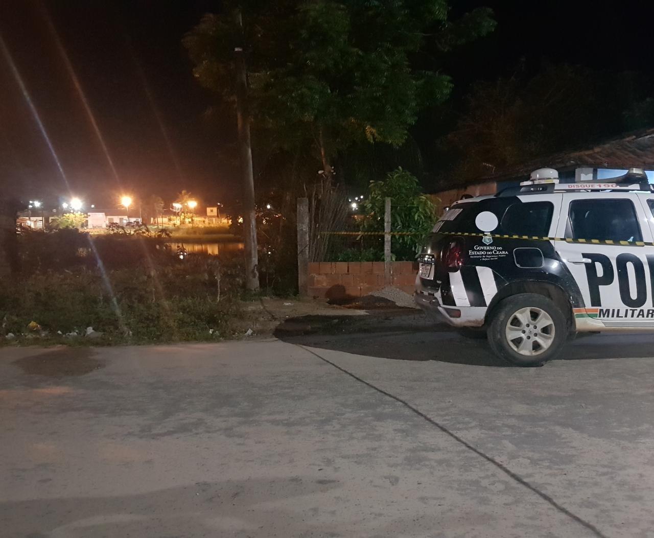 Jovem de 19 anos é morto a tiros quando caminhava em rua na Grande Fortaleza