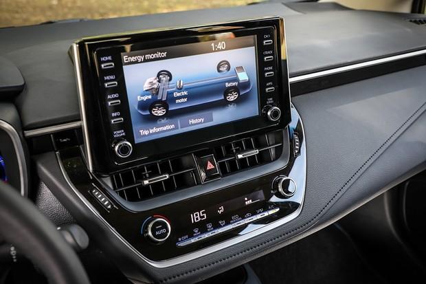 Novo Corolla híbrido faz mais de 16 km/l na cidade com etanol (Foto: Rafael Munhoz/Autoesporte)
