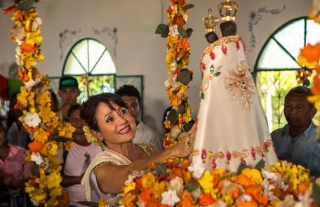 Zezé Polessa é Edinalva, mãe de Ritinha. Ela sonha com um bom casamento para a filha Globo / Estevam Avellar