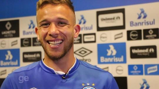 """""""Esse Arthur""""... volante do Grêmio vira tendência nas redes e cai no riso com fãs"""