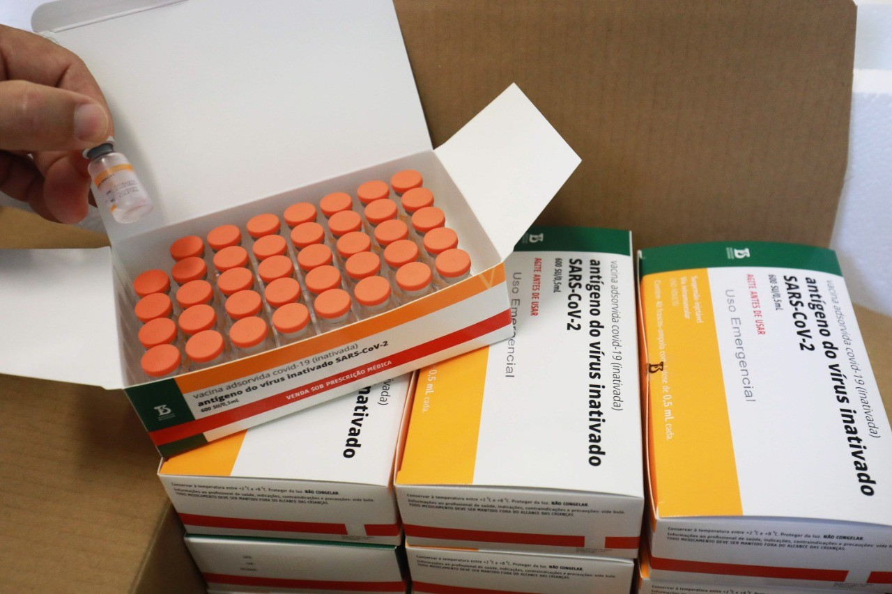 RS recebe mais 84,2 mil doses da CoronaVac na noite desta quarta