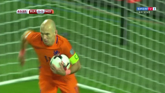 """Robben joga a toalha e não vê chances de Holanda ir à Copa: """"Desilusão"""""""