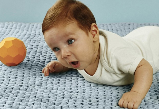 O começo de tudo bebe de bruço (Foto: Foto – Raquel Espírito Santo/Editora Globo | Assistente de foto – Diego Nareba)