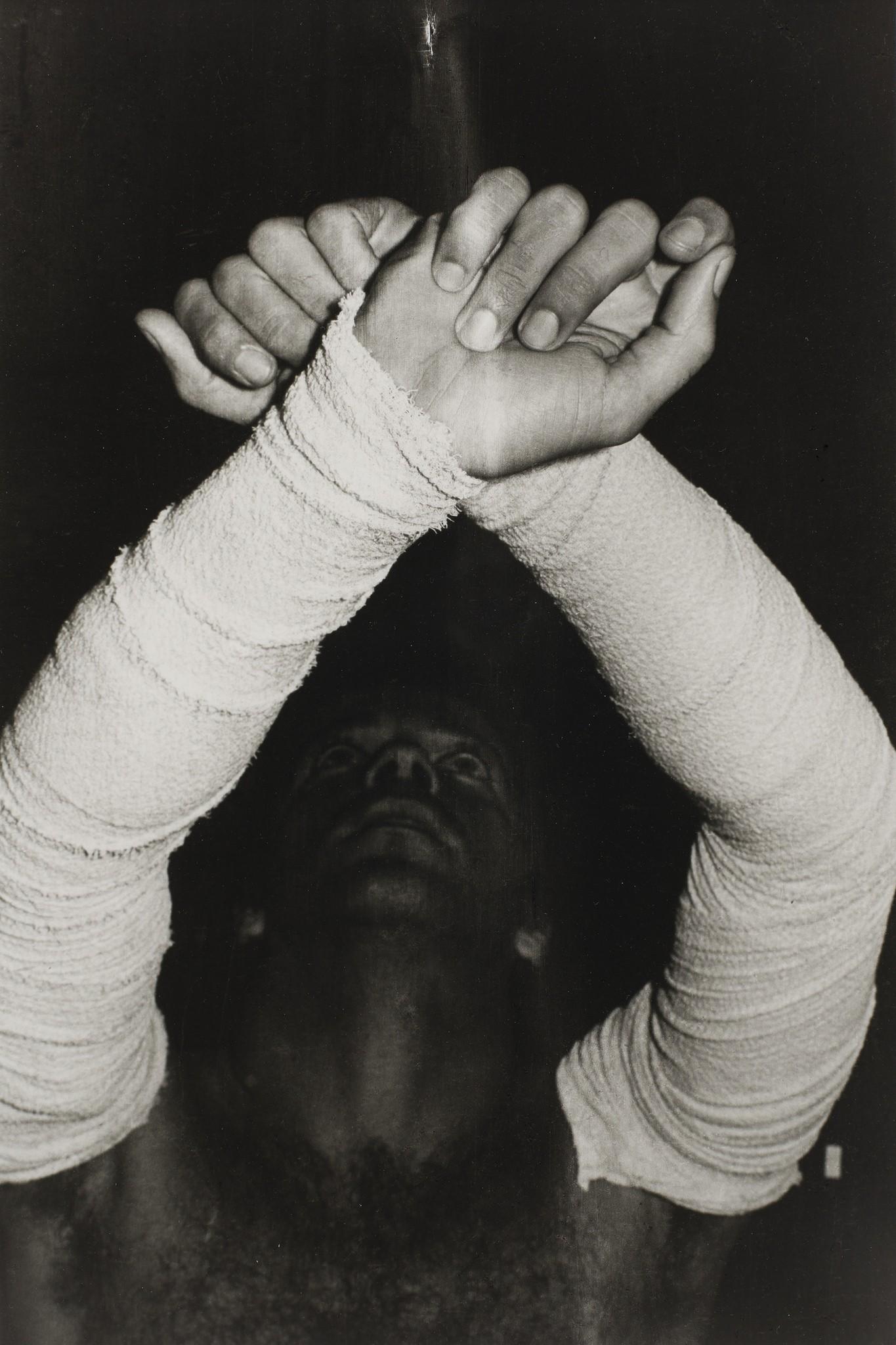 Sem título (Performance com bandagem cirúrgica) #26, de Ivens Machado (Foto: Ivens Machado - Fortes D'Aloia & Gabriel)