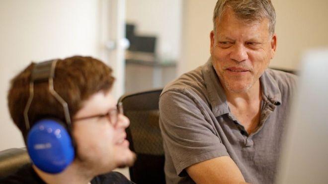 Gray Benoist abriu a empresa para ajudar seus dois filhos autistas (Foto: AUTICON via BBC)