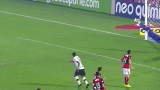 """Diego Alves, F. Miguel e Vanderlei """"voam"""". Quem fez a melhor defesa?"""