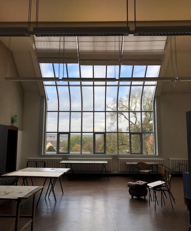 Os oficinas do curso preliminar foram instaladas nesses ateliês com fachada de vidro e iluminação natural abundante (Foto: Stéphanie Durante/Editora Globo)