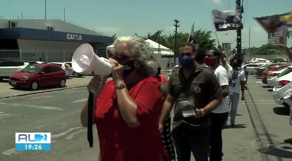 Lenilda Luna (UP) fez campanha na Fernandes Lima — Foto: Reprodução TV Gazeta