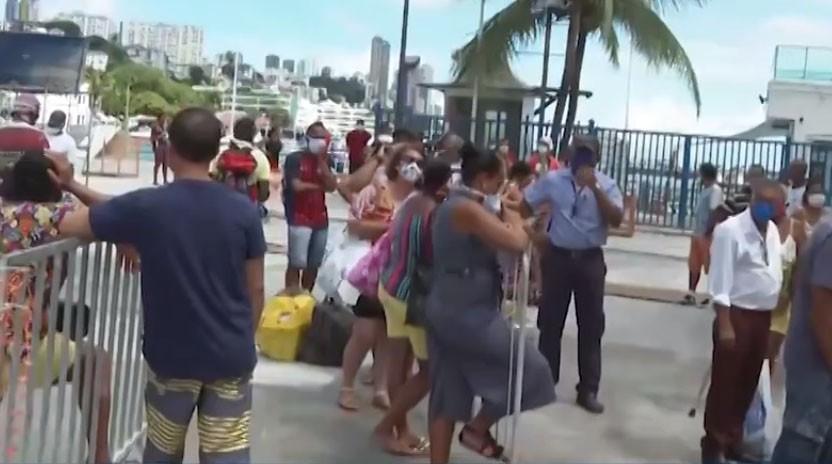 Com horários reduzidos por causa da Covid-19, passageiros da travessia Salvador - Mar Grande reclamam de aglomeração
