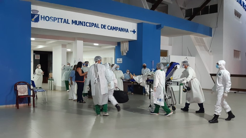 Profissionais da saúde trabalhando no Hospital de Campanha de Natal — Foto: Sérgio Henrique Santos/Inter TV Cabugi