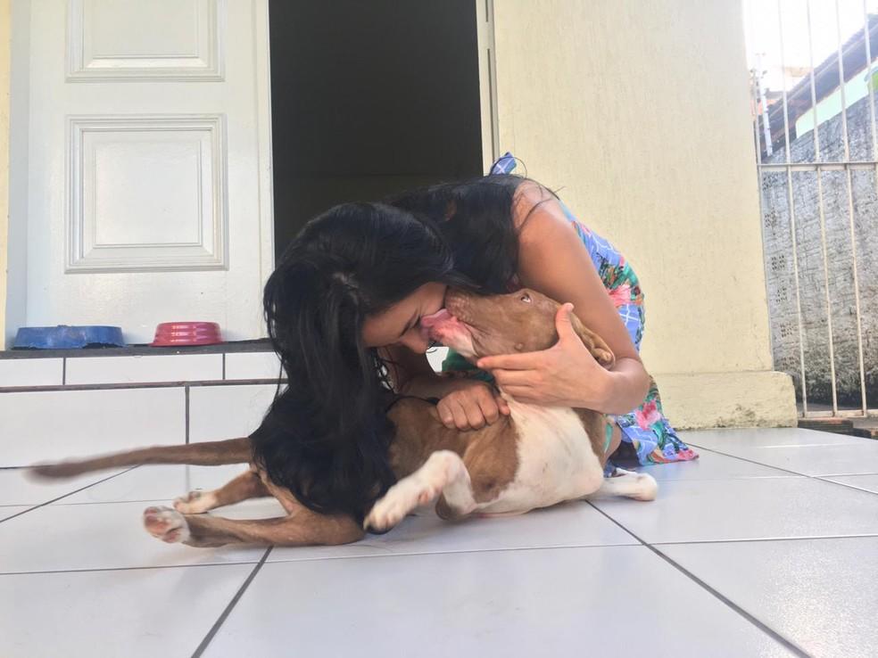 Cachorro com deficiência e abandonado em Porto Velho ganhou um lar.  — Foto: Mayara Subtil/G1