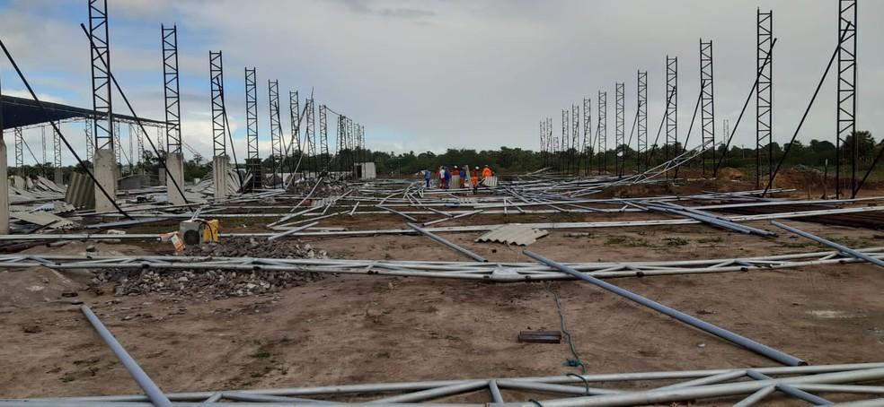 estrutura metálica do teto desabou, durante construção em São Gonçalo do Amarante, na Grande Natal. — Foto: CBM/Cedida