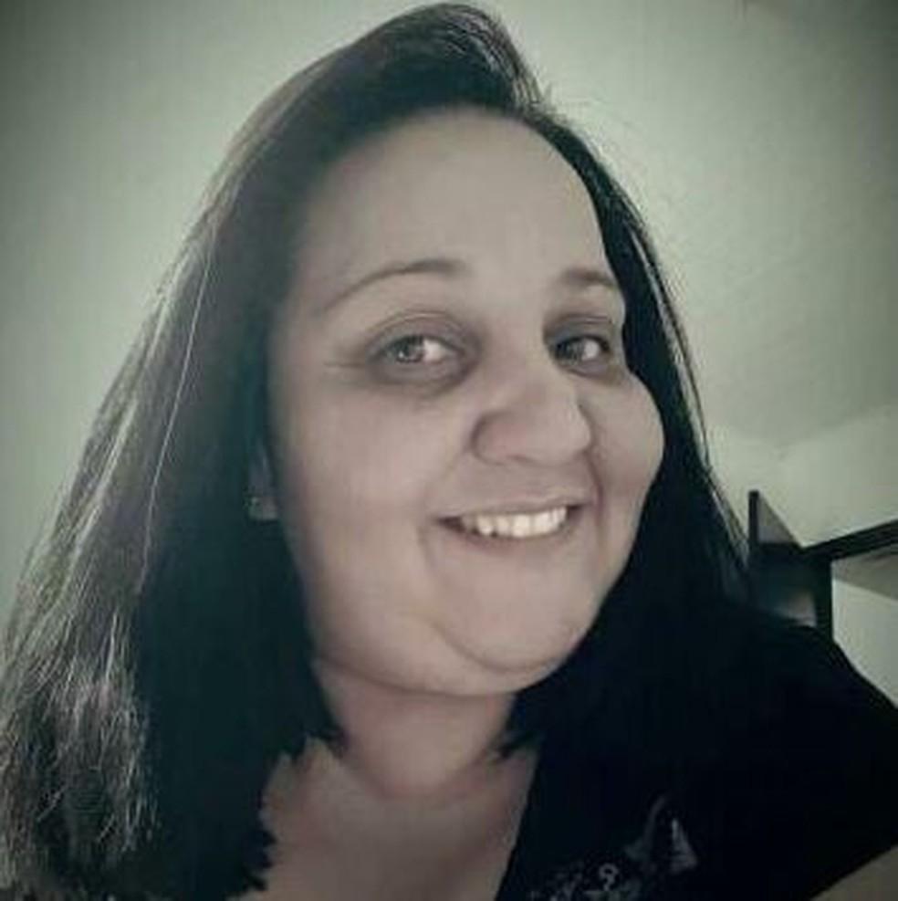 Maria Rosimara de Almeida Hellmann, 34 anos, foi a primeira da família a falecer de Covid — Foto: Redes Sociais/Reprodução