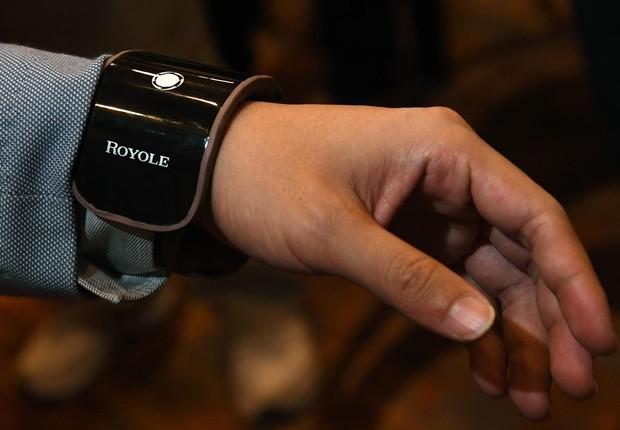 Dispositivo flexível da Royole: mistura de smartphone e pulseira (Foto: Ethan Miller/Getty Images)