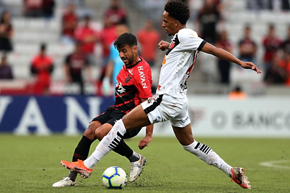 Camacho fez o antidoping também na partida contra o Vasco  — Foto: Albari Rosa/Gazeta do Povo