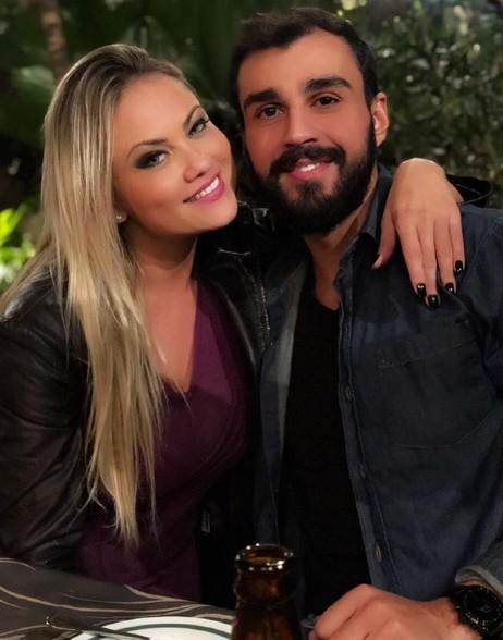 Ellen Rocche com o namorado, Rogério Oliveira (Foto: Reprodução Instagram)