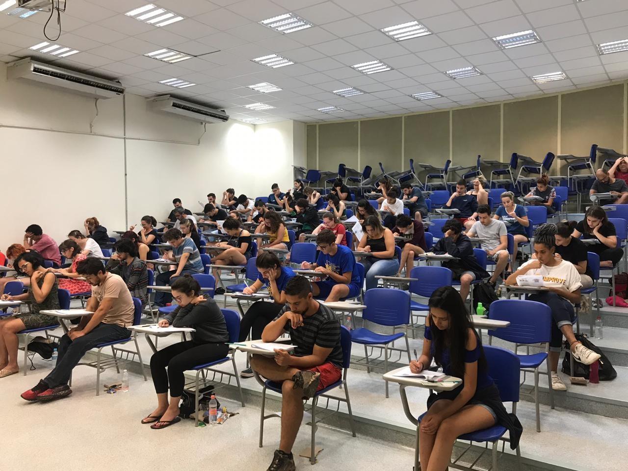 Unicamp aborda racismo, feminismo, religião e fake news na 1ª fase do vestibular 2019