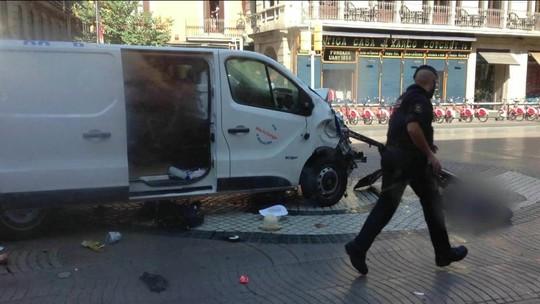 Repórter da Globo mostra local do atropelamento em Barcelona