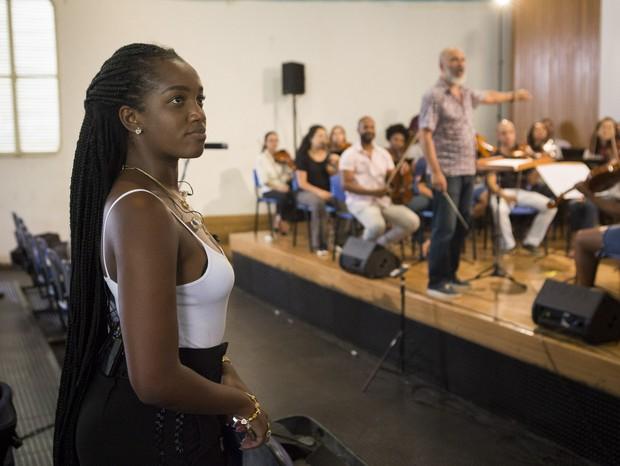 IZA durante o ensaio com a orquestra do Paraisópolis para o show promovido pela Pandora (Foto: Divulgação)