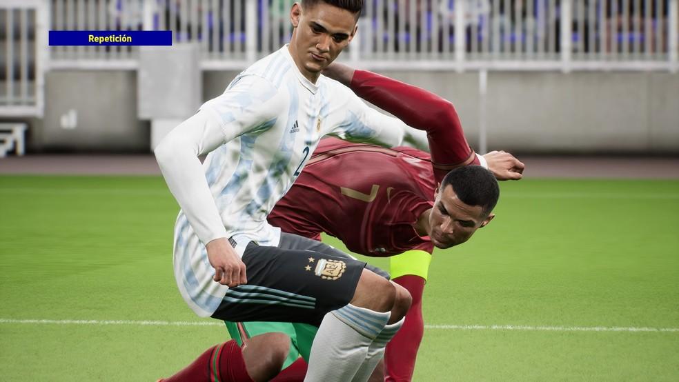 Bug com física dos jogadores no eFootball 2022 — Foto: Reprodução