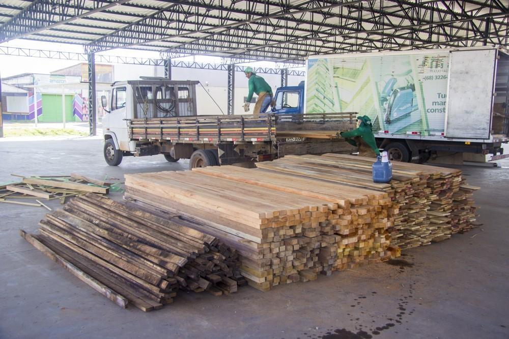 Uso de madeira apreendida gera economia de R$ 400 mil em reforma de espaço da Expoacre - Notícias - Plantão Diário