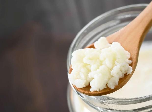 O kefir é rico em micro-organismos que ajudam no funcionamento da flora intestinal (Foto: Shutterstock)