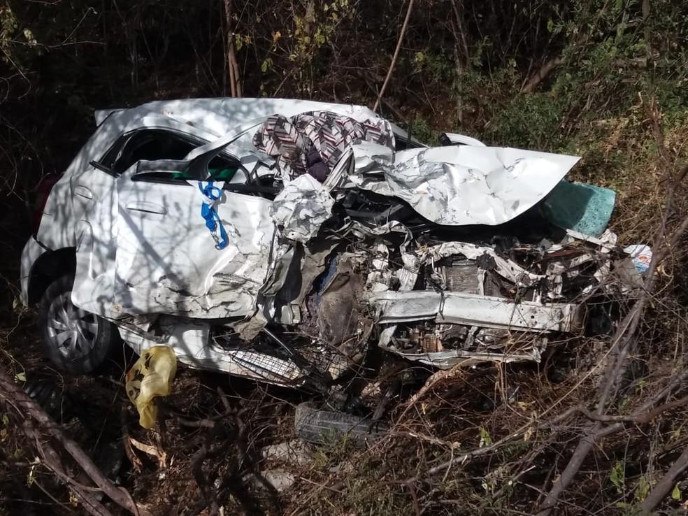 Criança de 9 anos morre após acidente de carro em Flores, no Sertão. — Foto: PRF/Divulgação
