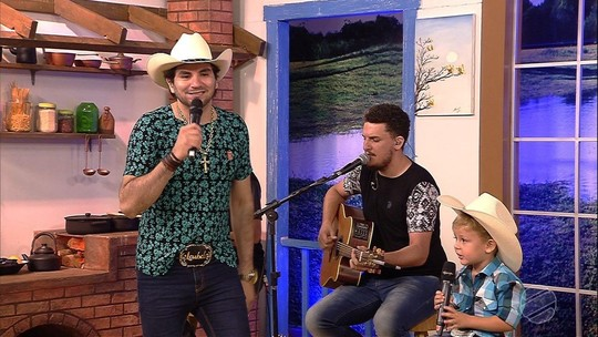Olha esse Loubezinho cantando junto com o Loubet!