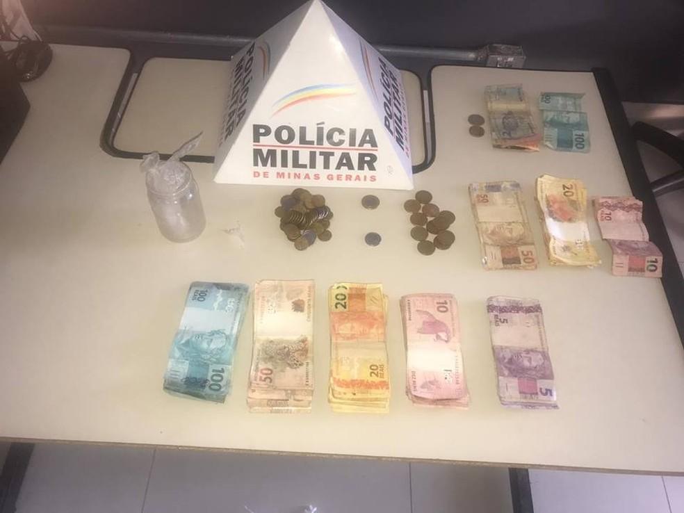 Polícia apreendeu mais de R$ 5 mil com os suspeitos — Foto: Polícia Militar/Divulgação