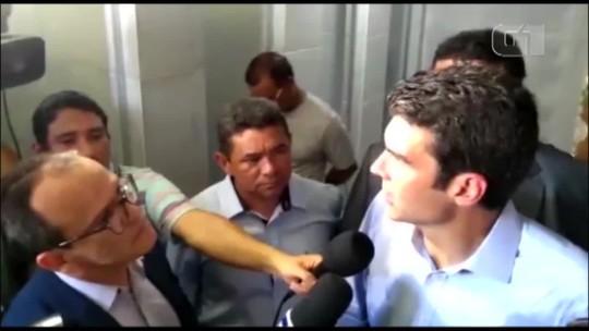 Governador do Pará encontra poste dentro da obra de hospital em Abaetetuba durante visita técnica