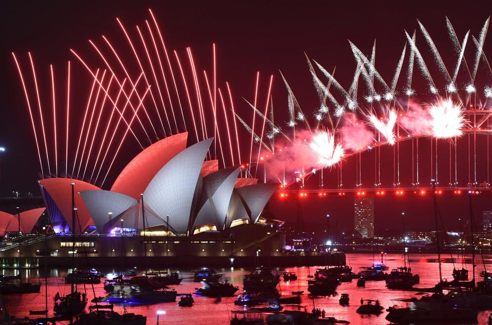 Fogos de artifício marcam a chegada do Ano Novo em Sydney, na Austrália — Foto: Peter Parks/AFP