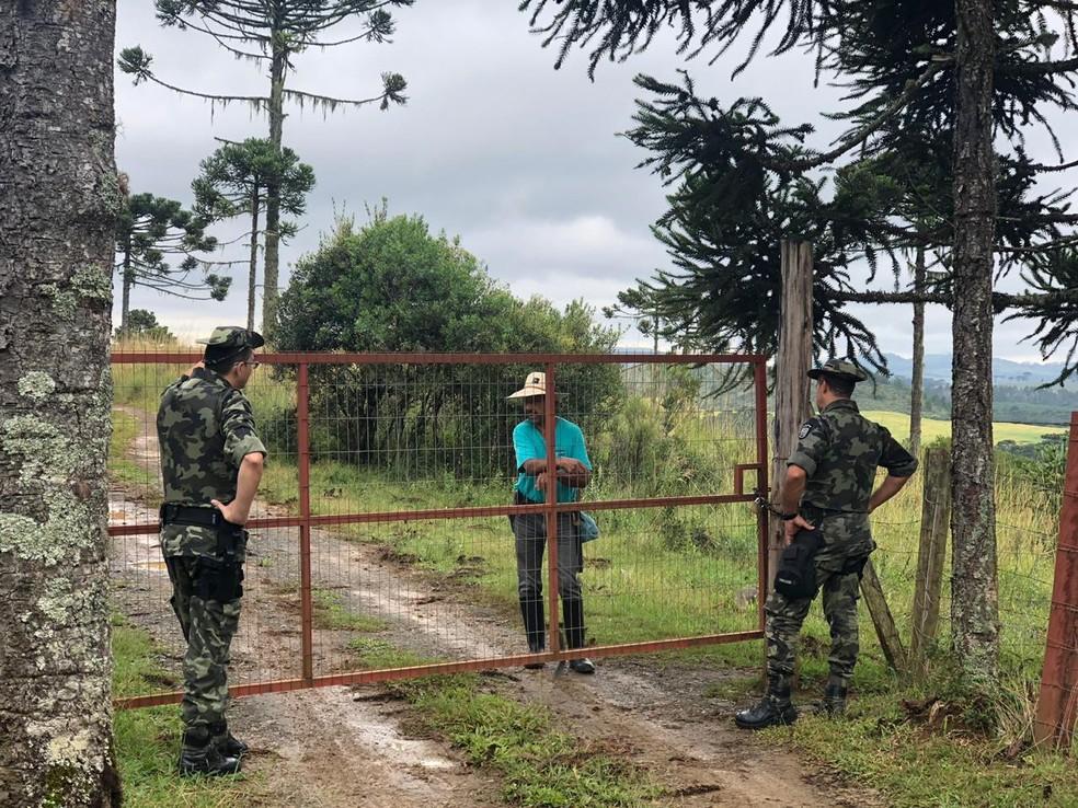 Moradores receberam orientações durante operação  — Foto:  2BPMA/Divulgação