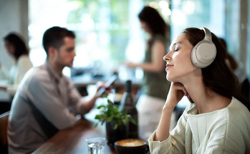O fone de ouvido Sony WH-1000XM3 foi escolhido como modelo com o melhor cancelamento de ruído — Foto: Divulgação/Sony