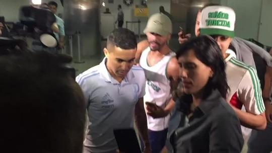 """Ao som de """"Dudu guerreiro"""", Palmeiras chega a São Paulo após vitória sobre Boca"""