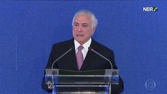 Em balanço de 2 anos, Temer lista ações do governo e diz que tirou o Brasil 'do vermelho'